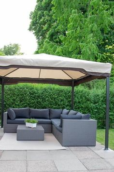 Unsere Terrassenmöbel Outdoor Lounge mit Pavillon für den Sommer Outdoor Lounge, Outdoor Sectional, Sectional Sofa, Outdoor Decor, My House, New Homes, Outdoor Furniture, Building, Interior