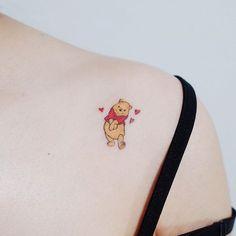winnie the pooh tattoo designs 2019 . winnie the pooh – – tattoo designs 2019 Mini Tattoos, Sexy Tattoos, Henna Tattoos, Flower Tattoos, Body Art Tattoos, Tatoos, Smal Tattoo, Winnie The Pooh Tattoos, Paar Tattoos