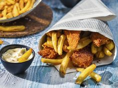 Look at this recipe - Lager Battered Fish and Chips with Minty Mushy Peas - from Andy Bates and other tasty dishes on Food Network. Fish Dishes, Seafood Dishes, Tasty Dishes, Seafood Recipes, Food Network Uk, Food Network Recipes, Cooking Recipes, Cooking Videos, Homemade Fish And Chips