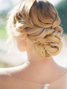 What's the Difference Between a Bun and a Chignon? - How to Do a Chignon Bun – Easy Chignon Hair Tutorial - The Trending Hairstyle Hairdo Wedding, Wedding Hair And Makeup, Bridal Hair, Hair Makeup, Wedding Shoot, Bridal Gowns, Wedding Dresses, Best Wedding Hairstyles, Bride Hairstyles