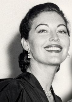 Cropped pic from the book cover of 'Living with Miss G' by Mearene Jordan Old Hollywood Glamour, Golden Age Of Hollywood, Hollywood Stars, Classic Hollywood, Ava Gardner, Jean Harlow, Rita Hayworth, Divas, She's A Lady