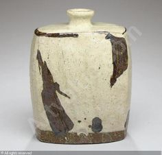 LEE SOO JONG - IRON-OXIDE AND SLIP-DECORATED PUNCH'ONG TYPE BOTTLE Korean Pottery, Lee Soo, Copper Red, Japanese Ceramics, Iron Oxide, Ceramic Pottery, Jars, Punch, Boxes