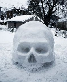 Snow skull. Bring on the snow next year - snowmen? Pah!  So last year!!!!! This is the way forward!