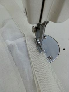 밑단 정리하는 방법.벤롤(뱃놀)사용법 : 네이버 블로그 Sewing Hacks, Sewing Tutorials, Clothing Patterns, Sewing Patterns, Good To Know, Hand Sewing, Diy And Crafts, Cufflinks, How To Make