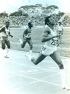 Silvio Leonard (CUB). PLATA en Moscú '80 en 100 lisos con la misma marca que el vencedor. Único cubano que ha bajado de los 10.0 s, logrados en 1977 unos magníficos 9.98s (segunda mejor marca detrás del 9.95s de Jim Hines). Poseedor también del récord cubano de 200 lisos con 20.06s logrados en 1978.