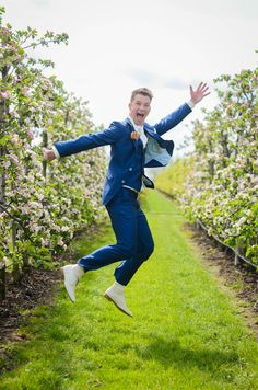 inge photography, wedding, flowers, spring, happy, groom, jumping, blossom