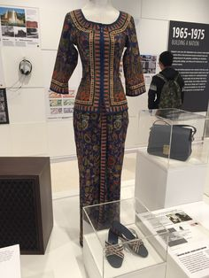 This iconic Singapore Airlines (SIA) flight stewardess uniform was based on the sarong kebaya which was mainly worn by traditional women in the Southeast Asia region. Principle of Design: Rhythm, as a similar pattern is repeated all over the uniform.