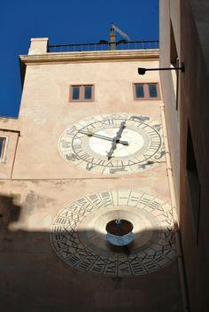 http://www.trapaninostra.it/wp/2011/05/27/trapani-torre-dellorologio-porta-oscura-palazzo-senatorio/