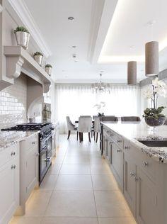 Lighting around cabinet floor, hood, decor, crown molding Open Plan Kitchen Living Room, New Kitchen, Kitchen Decor, Kitchen Size, Kitchen Ideas, Kitchen Colour Schemes, Kitchen Colors, Kitchen Layout, Light Kitchen Cabinets