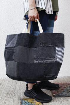 Denim Tote Bags, Diy Tote Bag, Black Tote Bag, Denim Bags From Jeans, Bag Pattern Free, Bag Patterns To Sew, Tote Pattern, Sewing Patterns, Patchwork Patterns