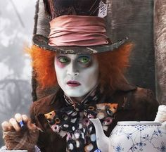 Watch Johnny Depp Surprise Disneyland Guests Dressed as the Mad Hatter from 'Alice in Wonderland' Alice In Wonderland Aesthetic, Alice And Wonderland Quotes, Alice In Wonderland Tea Party, Adventures In Wonderland, Johnny Depp Mad Hatter, Johnny Depp Movies, Tim Burton, Fantasias Halloween, Movies
