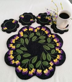 Viola Beauty Wool Applique Candle Mat & Mug Rugs Pattern