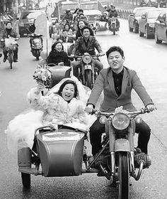 """Sidecar motorcycle wedding precessions"" look very cool Motorcycle Wedding, Scooter Motorcycle, Motorcycle Girls, Wedding Transportation, Bride Book, Motor Scooters, Wedding Photo Inspiration, Vintage Motorcycles, Unique Weddings"