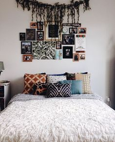 25 Cozy Bedroom Decor Ideas that Add Style & Flair to Your Home - The Trending House Bohemian Bedroom Decor, Cozy Bedroom, Bedroom Ideas, Modern Bedroom, Contemporary Bedroom, Bedroom Brown, Fall Bedroom, Bedroom Classic, Bedroom Rustic