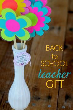 Cute and Easy Back to School Teacher Gift with printable tag. Flowers double as cute magnets! #teachergift