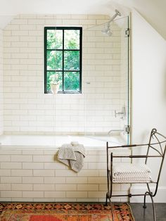 I do like the way the tub blends with the wall tile. Since I don't think I can get an actual claw foot bathtub into my bathroom, this is my second favorite idea.
