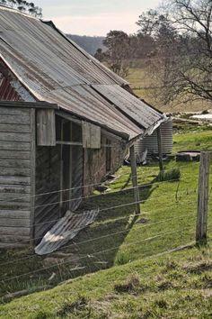 Old House: Levendale Tasmania Australian Farm, Australian Houses, Australian Architecture, Derelict Buildings, Timber Buildings, Old Buildings, Abandoned Farm Houses, Abandoned Homes, Old Houses