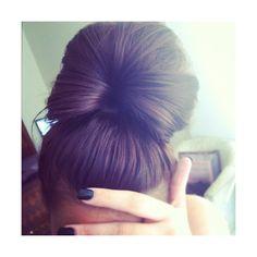 أن تكون في سلام وليس في قطعة ❤ liked on Polyvore featuring hair, hairstyles, pictures, hair styles and makeup