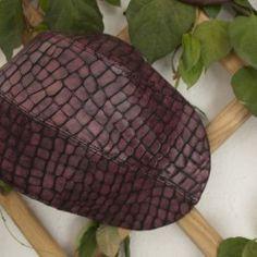Boina de piel morada y negra estampado cocodrilo