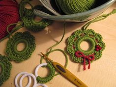 Free Pattern on Ravelry Christmas Wreath ornaments ✿⊱╮ /✿⊱╮Too danged cute crochet Christmas wreath.Working on Christmas Wreath ornaments to give out as gifts. I completed one: OMG, it& so cute- I can& even handle it. Crochet Christmas Wreath, Crochet Ornaments, Holiday Crochet, Crochet Crafts, Yarn Crafts, Christmas Diy, Christmas Wreaths, Diy Crafts, Crochet Wreath