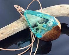 Underwater Seashell resin wood necklace/Ocean/shell/starfish/glow in the dark/Holz Harz Halskette/leuchtet/Geschenkidee/jewellery/Epoxidharz