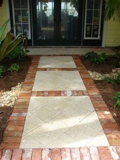 use sandstone instead of brick pavers Big squares inside brick pavers for front walkway. Brick Edging, Brick Walkway, Front Walkway, Paver Edging, Backyard Patio, Backyard Landscaping, Large Pavers, Paver Designs, Paving Ideas
