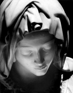 Detail of Michelangelo's Pietà. Photo by Robert Hupka.