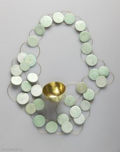 Andrea Wippermann - necklace Seerose, 2011, gold, enamelled silver - 350 x 280 x 45 mm, € 7620