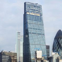 Steel bolt breaks off from Richard Rogers' Cheesegrater tower.
