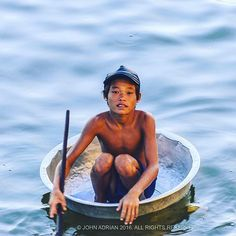 A Boy begs from a coracle at sunset. Tonle Sap Lake Cambodia. #float #waterpeople #water #worlderlust #wanderlust #natgeotravel #latergram #vsco #colour #humansofinstagram #portraitphotography #portrait #angkor #ig_cambodia #visitcambodia #travelphotography #travel #streetphotography #boy #begging #beggar #rowing #rowing #coracle #lake #tonlesap #cambodia #boatpeople #watergypsy #sunset