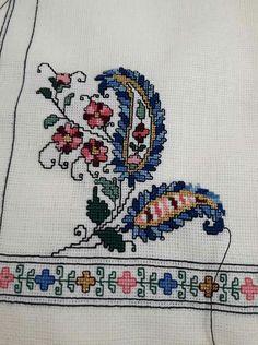 Cross Stitch Borders, Cross Stitch Flowers, Cross Stitch Charts, Cross Stitch Patterns, Embroidery Art, Embroidery Designs, Needlepoint, Needlework, Alphabet