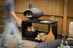 Morsø Forno - Outdoor Oven - Internally, the oven is shaped like an Italian stone oven. The wide, low ceilinged firebox produces optimal radiant heat and plenty of space for firewood to be pushes aside when it's time to cook.