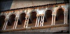 La leggenda delle colonnine del Duomo, foto 2 , Ferrara, Emilia Romagna, Italia - The legend of the columns of the Cathedral, photo 2, Ferrara, Emilia Romagna, Italy - Property and Copyrights of FEdetails.net