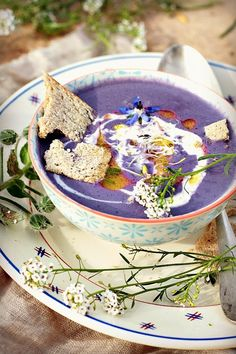 Garance& Cuisines: Red cabbage soup {without any other form of finesse}, Veggie Recipes, Soup Recipes, Healthy Recipes, Red Cabbage Soup, Sushi, Brunch, Detox Soup, Burger, Pizza