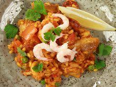 Paella med kyckling och räkor   Recept.nu