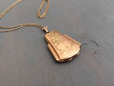 Hey, I found this really awesome Etsy listing at https://www.etsy.com/listing/217241083/vintage-rose-gold-locket-hearts-casket