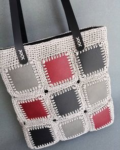 Kendi imalatımız kare setlerimiz ile … Our own manufacturing square sets of knitted bags. Crochet Tote, Crochet Handbags, Crochet Purses, Crochet Gifts, Crochet Stitches, Free Crochet, Crochet Patterns, Diy Handbag, Knitted Bags