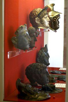 Mainz, RGZM, römische Masken und Gesichtshelme (Roman masks and face helmets)