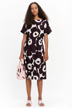 The Piiri dress is made from cotton poplin with the classic Unikko pattern. It has a loose elastic waistband, wide double topstitching at the neckline and short kimono sleeves with turn-ups at the cuffs. The dress has side seam pockets and an A-line cut t Romper With Skirt, Dress Skirt, Shirt Dress, Marimekko Dress, Short Kimono, Off White Color, Fashion Lookbook, Designing Women, Dress Outfits