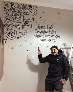 Arte criada na hora. Free hand ✍🏼 #chalkboard #lettering #desenhoemparede #paredegiz #paredelousa #decoracao #home #mandala Mandala Design, Mandala Art, Small Bedroom Inspiration, Meditation Room Decor, Chalkboard Lettering, Chalkboard Drawings, Creative Wall Decor, Room Wall Painting, Nail Designer