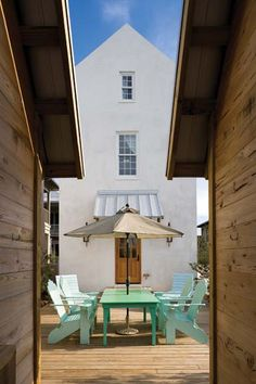 Drawing on Anglo-Caribbean influences, architect Geoffrey Mouen designed this compact home in Rosemary Beach, Florida. Beach Cottage Exterior, Cottage Porch, Cottage Art, Beach Cottage Style, Beach Cottage Decor, Coastal Bedrooms, Coastal Living Rooms, Small Beach Cottages, House Journal