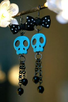 Turquoise howlite skull gunmetal earrings made by La Roue des Fay