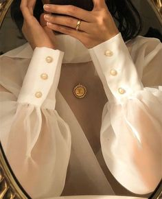 Get access to the best inspiration for fashion details with Fashion Details, Look Fashion, Fashion Outfits, Womens Fashion, Fashion Design, Fashion Clothes, Fashion Ideas, Cool Street Fashion, High Fashion