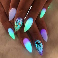 グロウネイル Glow Nails 光るネイル フェス 海外トレンド かわいい 人気 ブラックライト