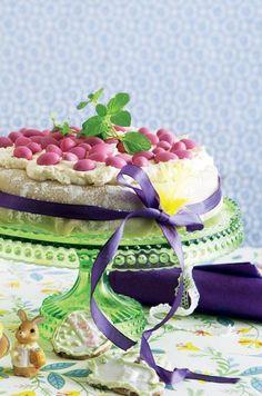 Afslut påskefrokosten med herligt hjemmebag, her får du en lækker opskrift til kagebordet fuld af god smag og påskestemning. Easter, Cake, Desserts, Pie Cake, Cakes, Deserts, Dessert, Postres, Cookies