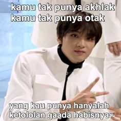 Funny Kpop Memes, Bts Memes, Twitter Video, Cartoon Jokes, Anime Crossover, Jaehyun Nct, Good Jokes, Jokes Quotes, Wholesome Memes