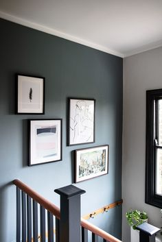 Mit Treron, einer der neuen 9 Farrow & Ball Farben, in meinem Zuhause … With Treron, one of the new 9 Farrow & Ball colors, in my home # ball the Grey Hallway, Hallway Ideas Entrance Narrow, Hallway Walls, Country Hallway Ideas, Black And White Hallway, Hallway Art, Stair Walls, House Entrance, Farrow Ball