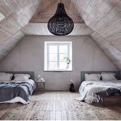 Nu planerar vi vårt stora sommarnummer - som självklart innehåller ett fantastiskt hem på Gotland. Här ett tips om ett annat Gotlandshus som snart kommer till försäljning via @fantasticfrank