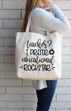 Free Teacher Appreciation SVG + Create a Tote Bag with Iron On Teacher Tote Bag Teacher Tote Bags, Diy Gifts For Mom, Homemade Gifts, Presents For Teachers, Personalised Gifts For Him, Personalized Tote Bags, Vinyl Gifts, Teacher Favorite Things, Teacher Appreciation Gifts