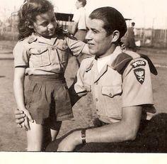 מרי עם מפקד ביתר במחנה בקפריסין